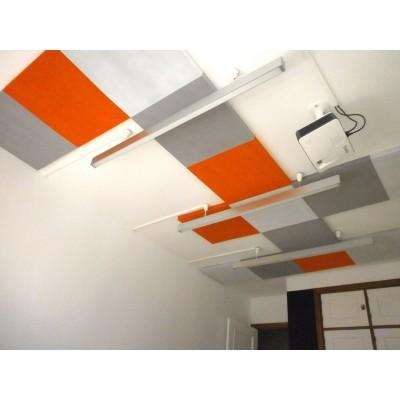 Paneles de aislamiento acustico para reducir la reverberación en oficina. Instalacion en techo
