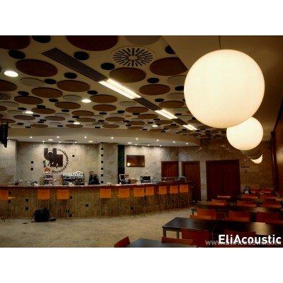 paneles acusticos de circulos para reducir ruido y reverberación en cafeteria