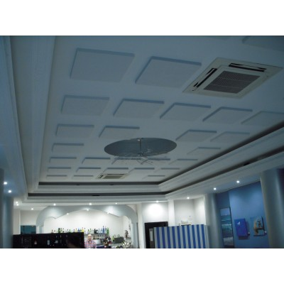 Absorbente acustico EliAcoustic Regular Panel 60.2 Premiere instalado en techo.