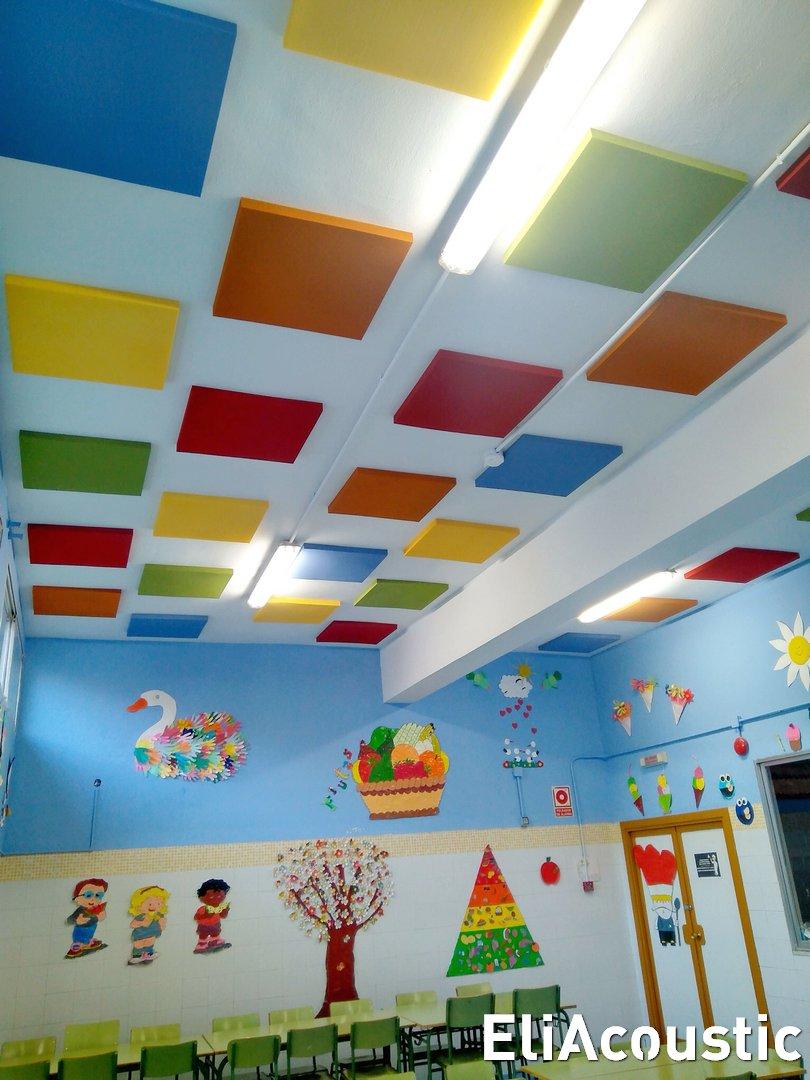 Paneles Acusticos de colores en comedor escolar