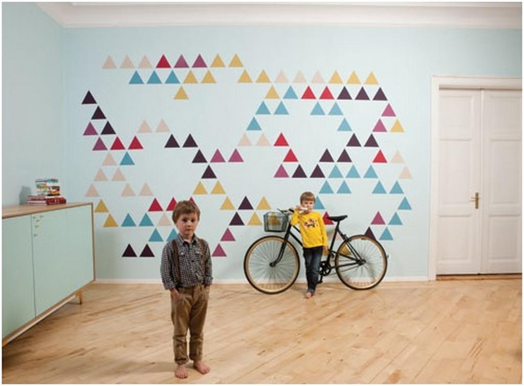 decorar con triangulos pequeños en pared