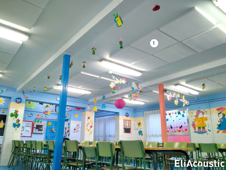 Paneles acusticos decorativos blancos en comedor escolar