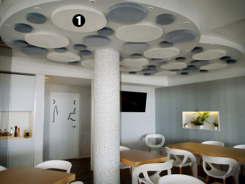 Paneles acusticos en forma de circulo en techo
