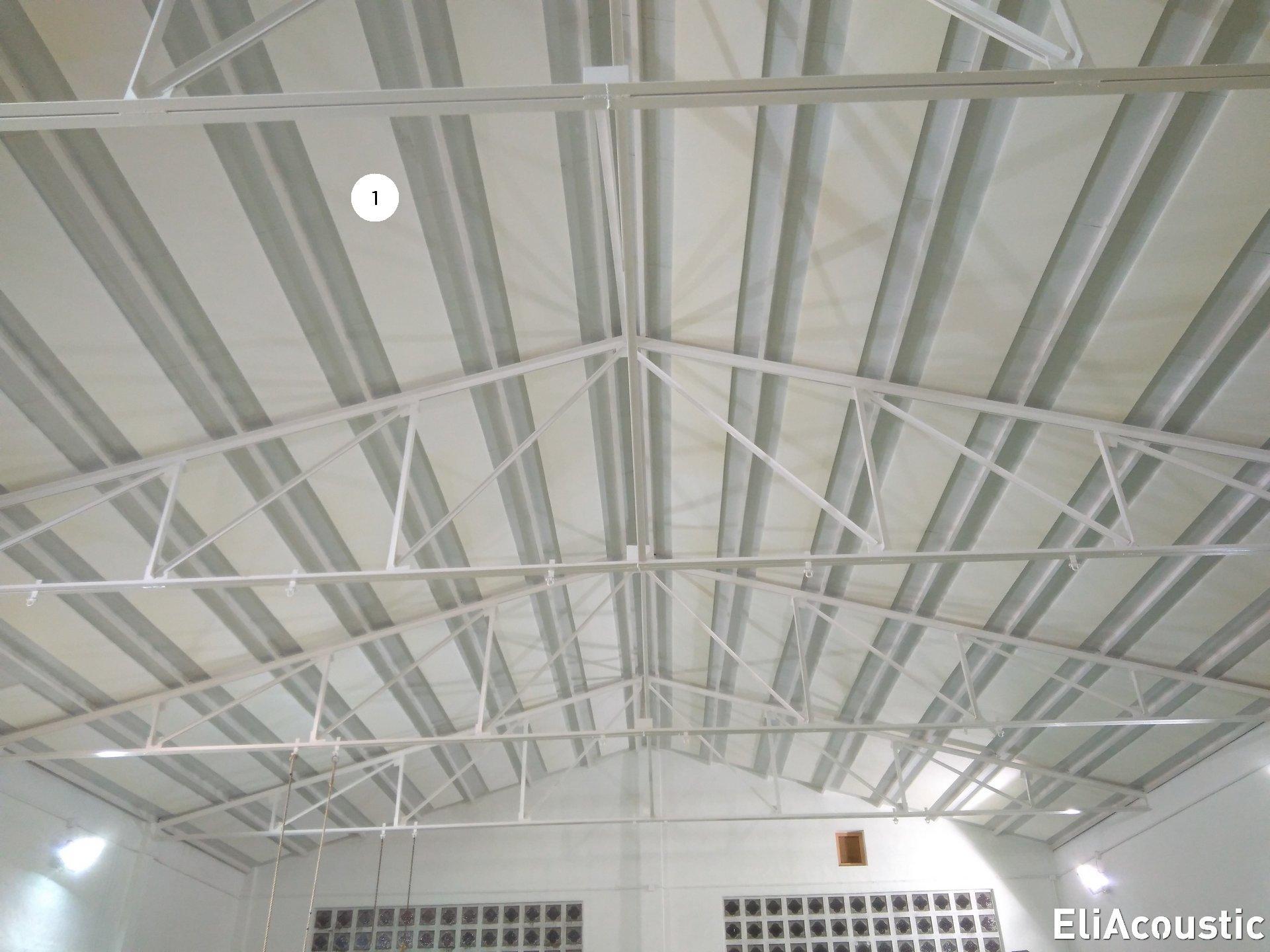 Paneles blancos acusticos decorativos en pabellon